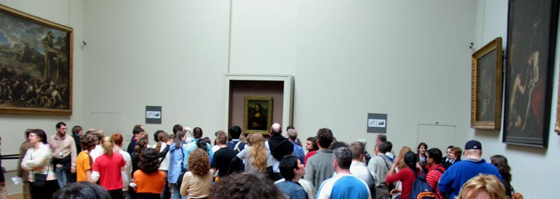 Crowd checking out the Mona Lisa in The Louvre.