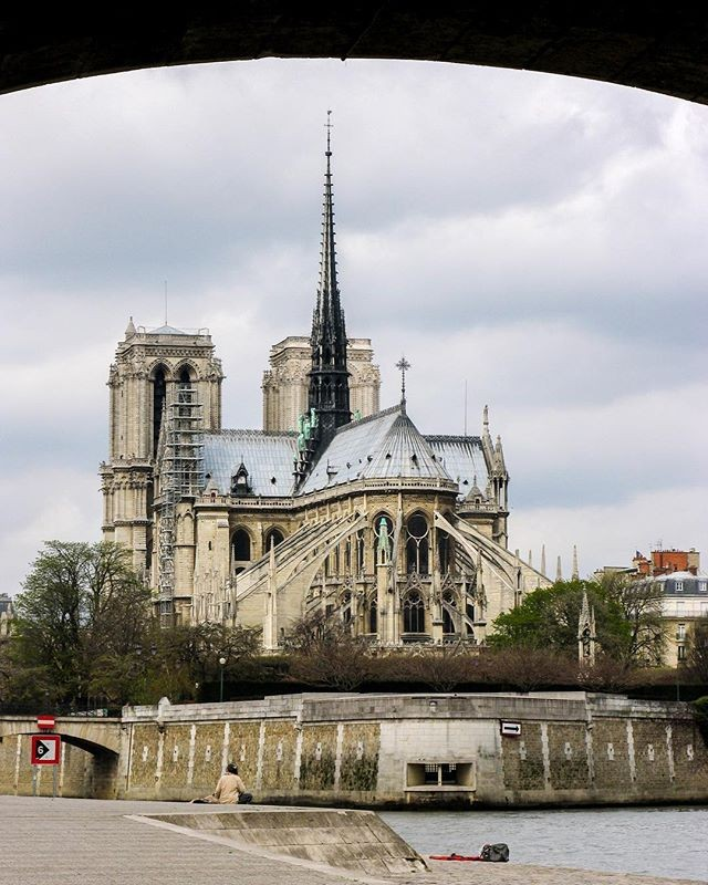 Kimberly Kradel: Notre Dame Cathedral 2005: IMAGES@ARTIST-AT-LARGE